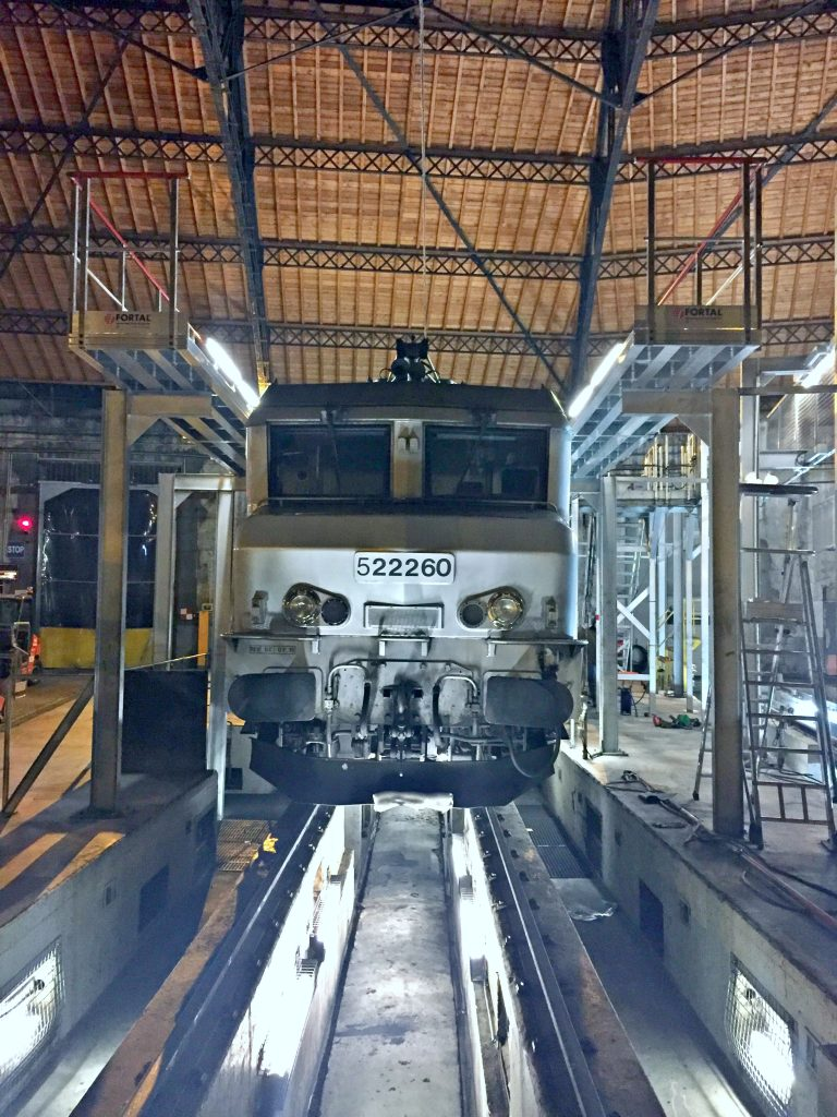 Gangways for locomotive maintenance access © FORTAL