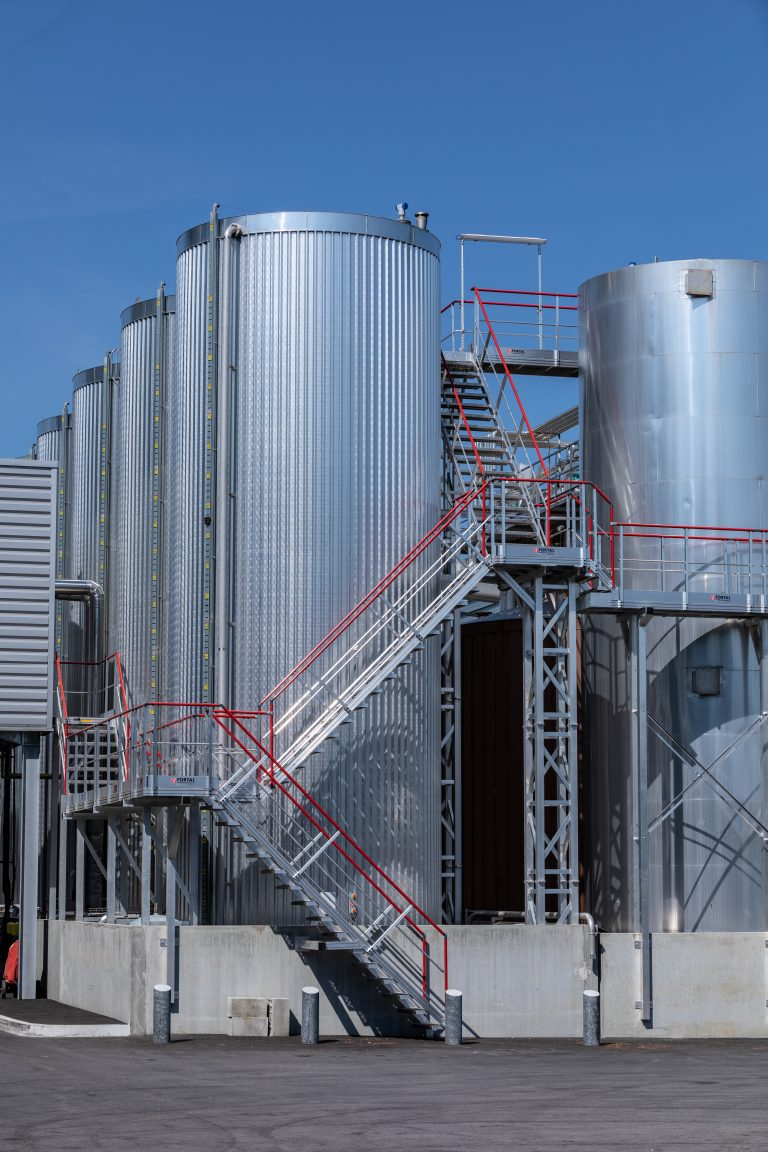 Staircases and gangways for storage tanks access © FORTAL